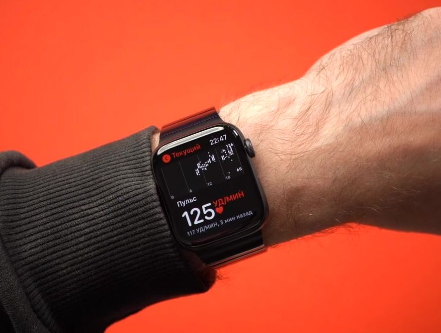 Частота сердечных сокращений на экране смарт часов Эппл